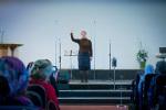 ц. Добрая весть (Витебск): сестра Инна жестами славит Бога... (13.04.2014)
