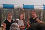 Пение сестёр Алёны и Оли (19.07.2014)