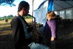 Максим Стасилевич учит племянницу Юлю правильной музыке :) (22.07.2015)